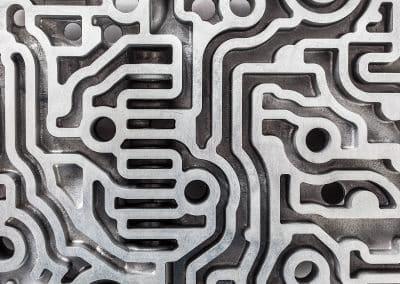 ébavurage plaque hydraulique